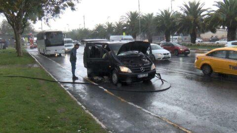 Vatan Caddesi'nde minibüs yandı