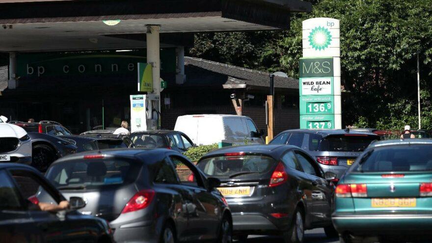 """İngiltere'de petrol krizi: """"En kötüsüne hazırlıklı olun!"""""""