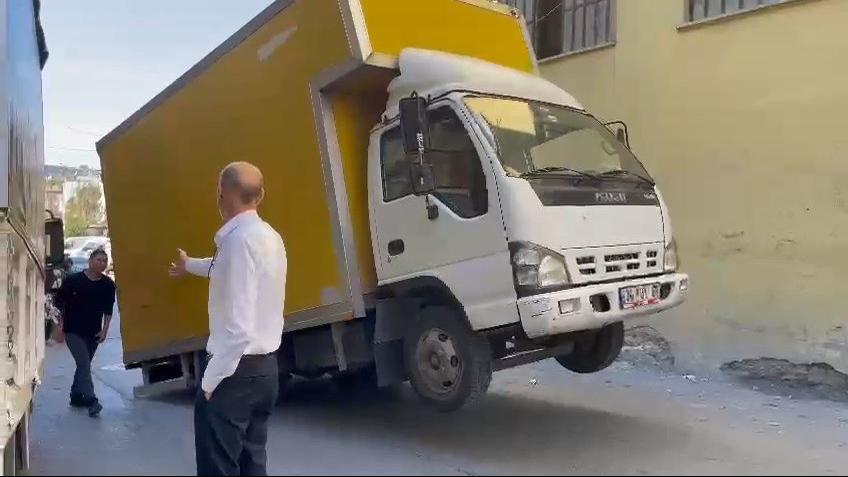 Yük ayarlaması yapılmayan kamyon böyle şaha kalktı