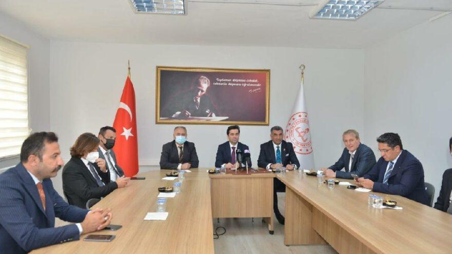 İzmir Büyükşehir Belediyesi heyeti, okul yapımı için Elazığ'a geldi