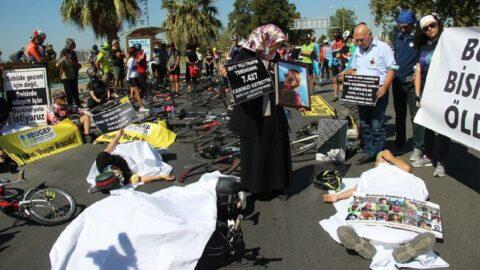 İzmir'de kefenli eylem