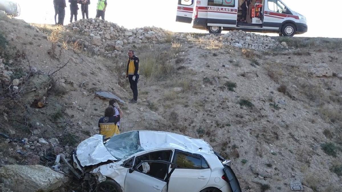 Otomobil uçuruma yuvarlandı: 1 ölü, 1 yaralı