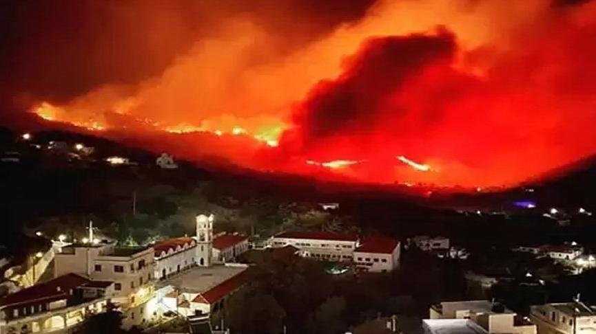 Akdeniz'deki Kerpe Adası 2 gündür alev alev yanıyor