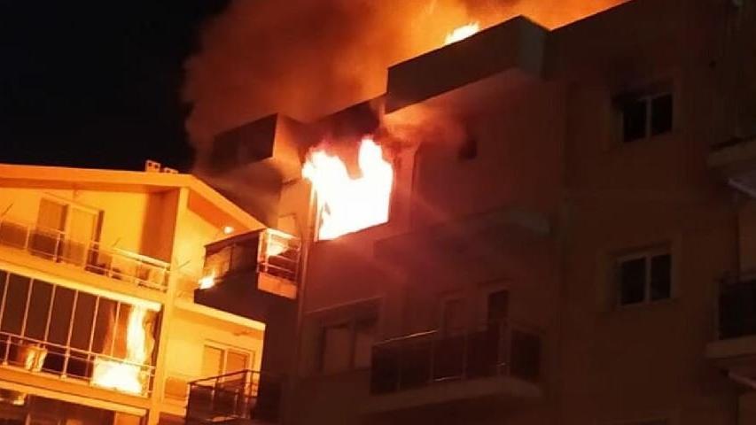 Ailesi uyurken evi ateşe verdi