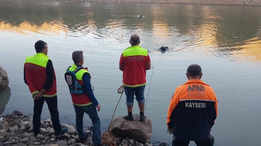 Balık tutmak için girdiği gölette kayboldu