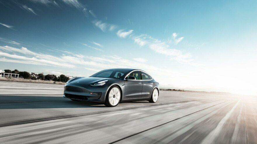 Tesla'da tam otonom sürüş dönemi başlıyor