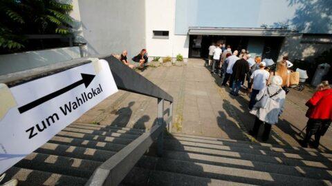 Berlin'de referandum fiyaskosu: Oy veremediler ve anayasaya aykırı çıktı