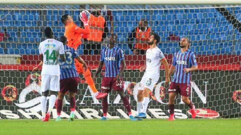 Trabzonspor Alanyaspor maçında iki gol, bir kırmızı kart! Zirve el değiştirdi