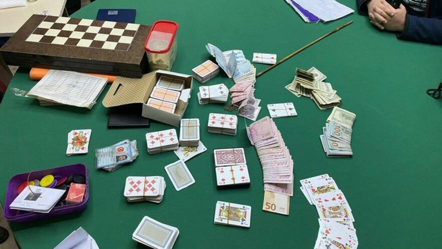 Adana'da kumar oynayan 11 kişiye 14 bin 696 lira ceza