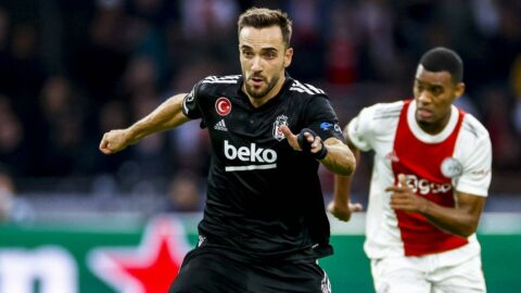 Ajax-Beşiktaş maçında hakemden çok tartışılacak karar