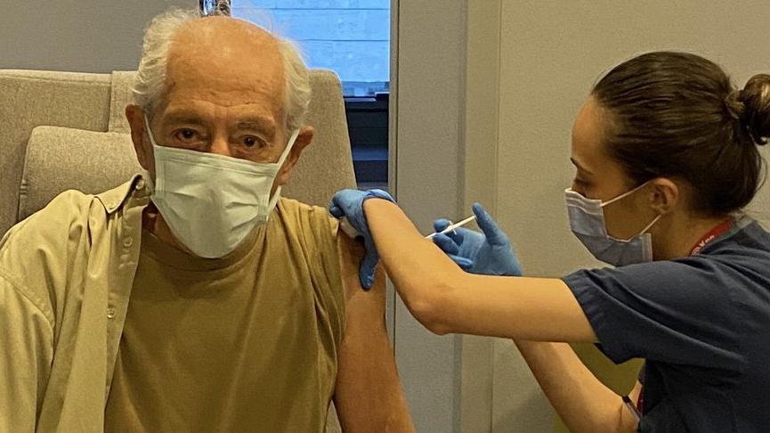 Genco Erkal 4'üncü doz aşısını yaptırdı