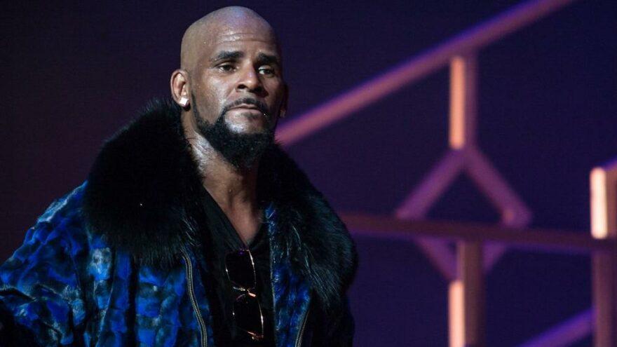 Ünlü şarkıcı R Kelly cinsel taciz ve seks ticaretinden suçlu bulundu
