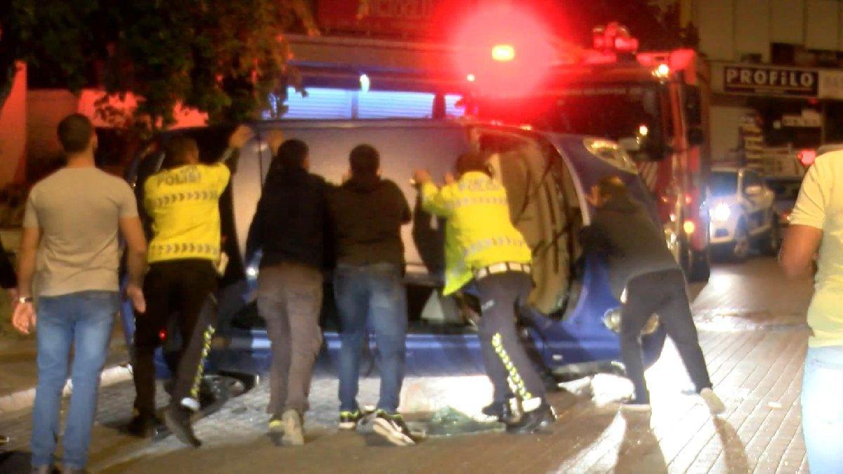 Kartal'da otomobil takla attı; 2 yaralı