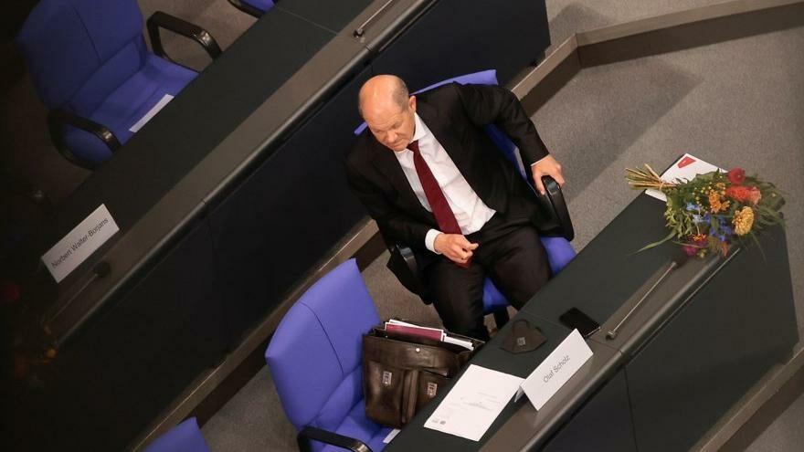 SPD ve başbakan adayı Scholz hızlı başladı