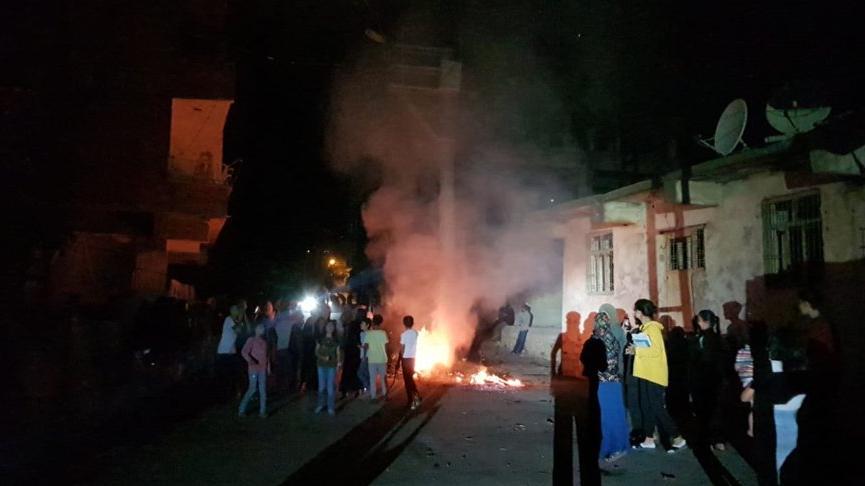 Silvan'da protesto: Lastik yakılarak yol ulaşıma kapatıldı