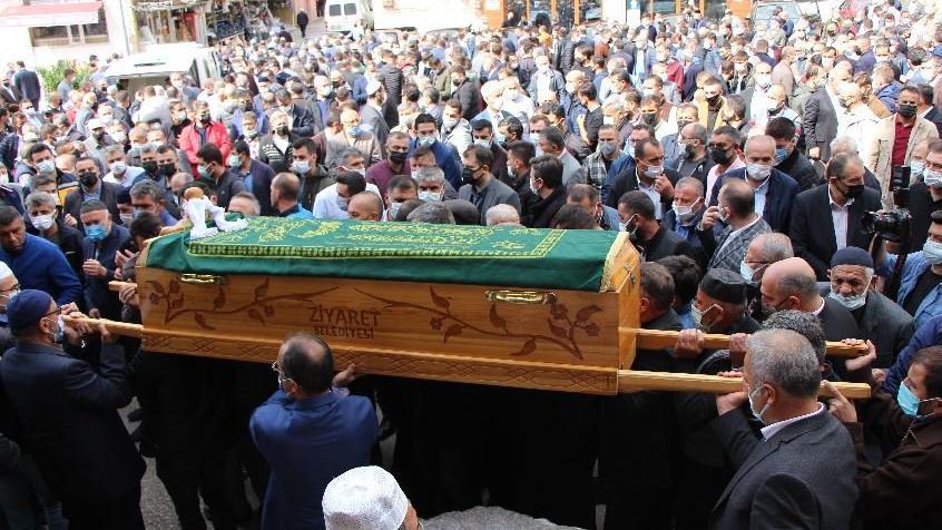 Doğuma günler kala vefat eden Emel öğretmen ve bebeği defnedildi