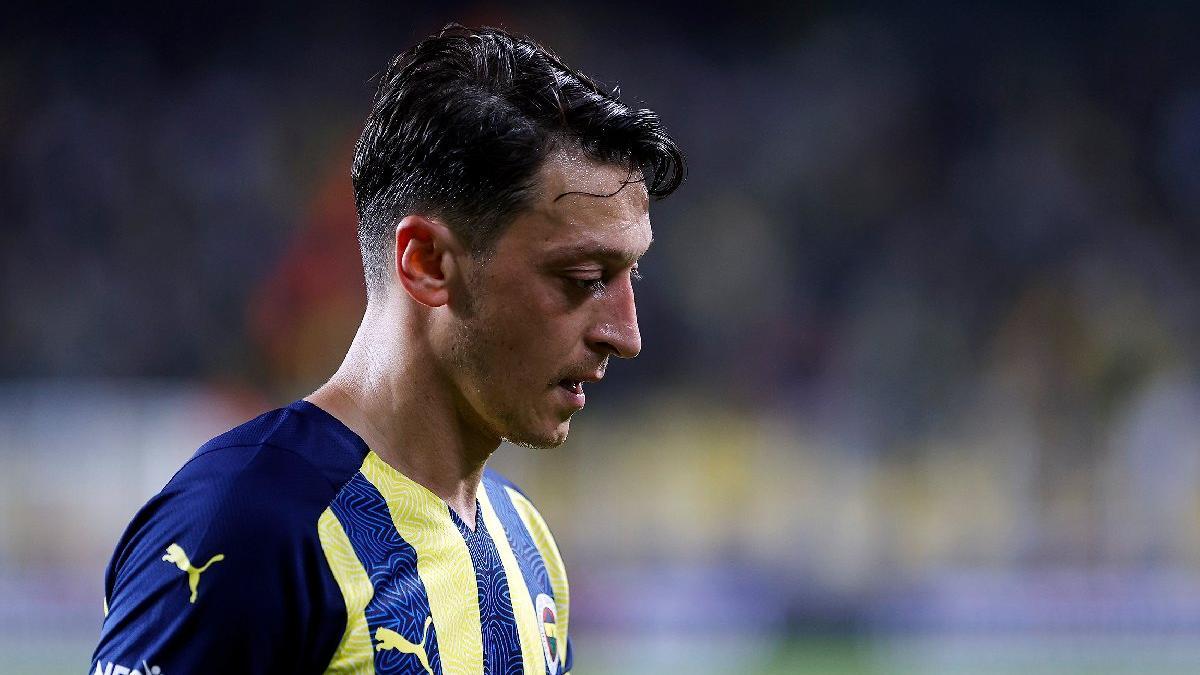 Mesut Özil antrenmana çıkmadı! Fenerbahçe'de şok...