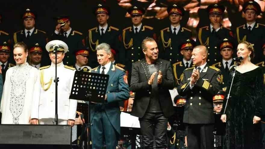 Adana'da Haluk Levent ve Kızılordu Korosu heyecanı