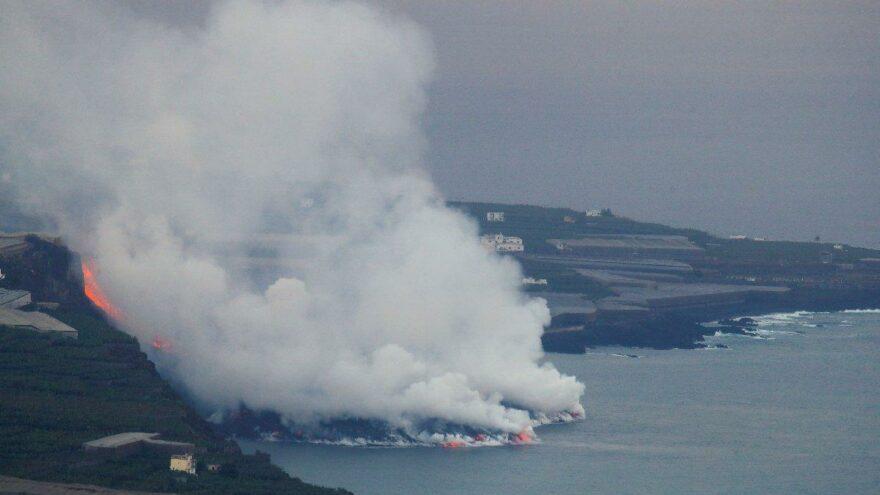 Yanardağdan çıkan lavlar Atlas Okyanusu'na ulaştı
