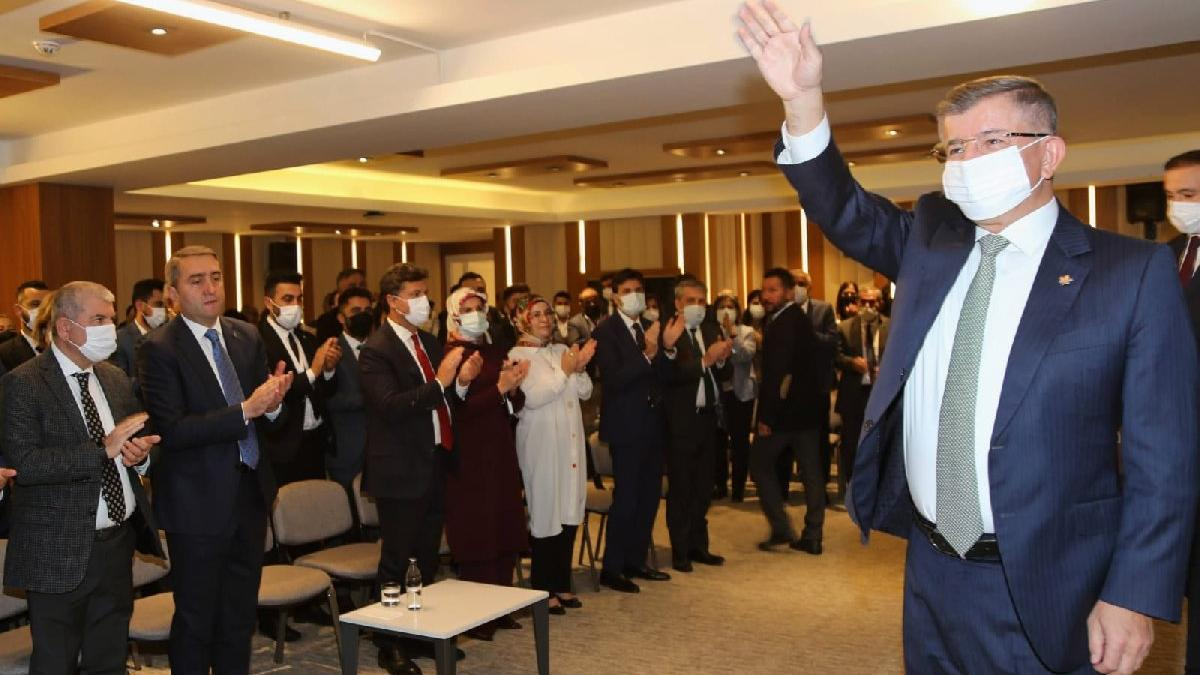 Davutoğlu: Merkez Bankası Başkanını lisans öğrencisi olarak almazlar