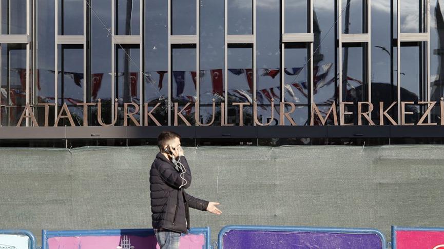 Atatürk Kültür Merkezi'nin isim tabelası asıldı