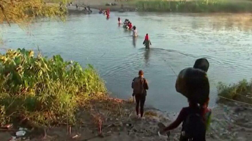 15 bin göçmenin Meksika'da bekleyişleri sürüyor