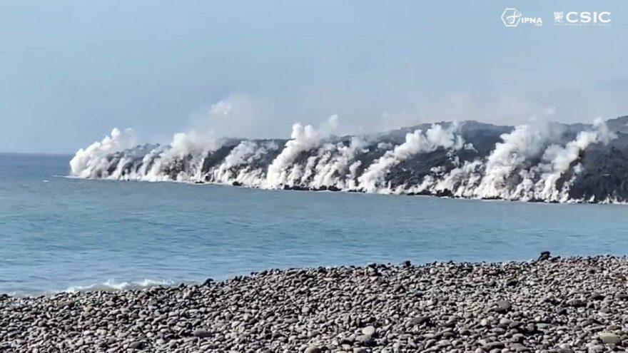 Lavlar 500 metrelik kaya oluşturdu