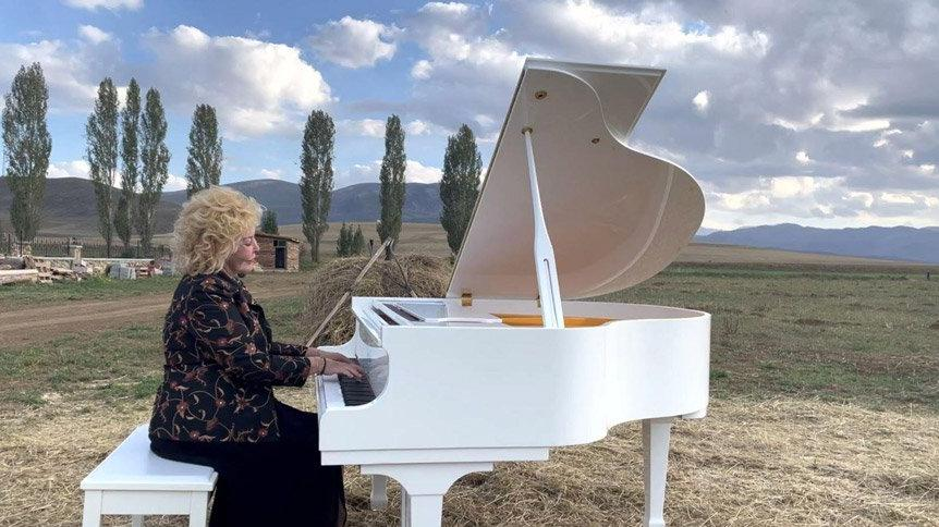 Harman yerinde piyano resitali