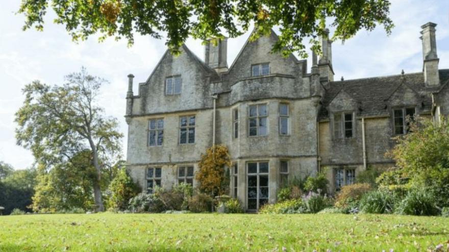Prens Charles ve Camilla'ya komşu olmak için 10 milyon dolar ödemek yeterli