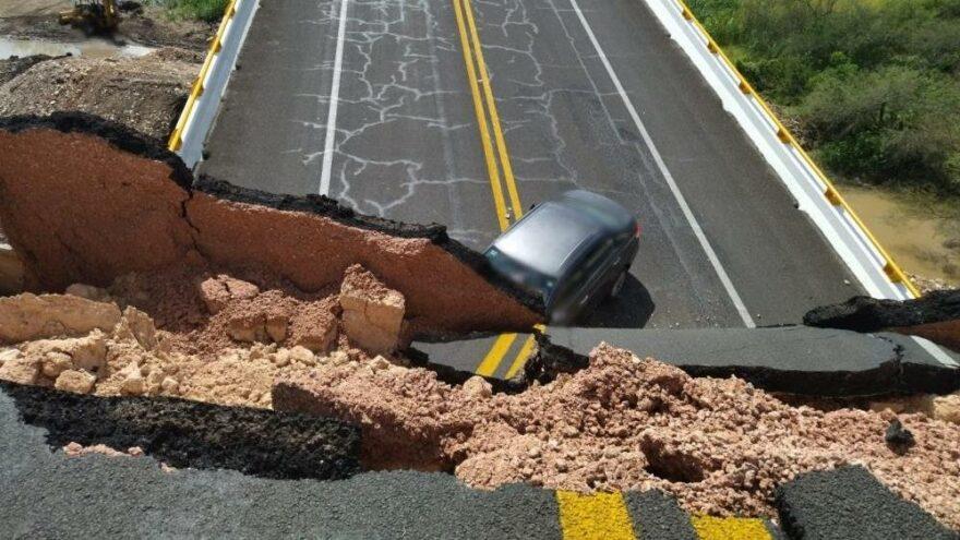 Meksika'da otoyol köprüsü çöktü: 1 ölü, 4 yaralı