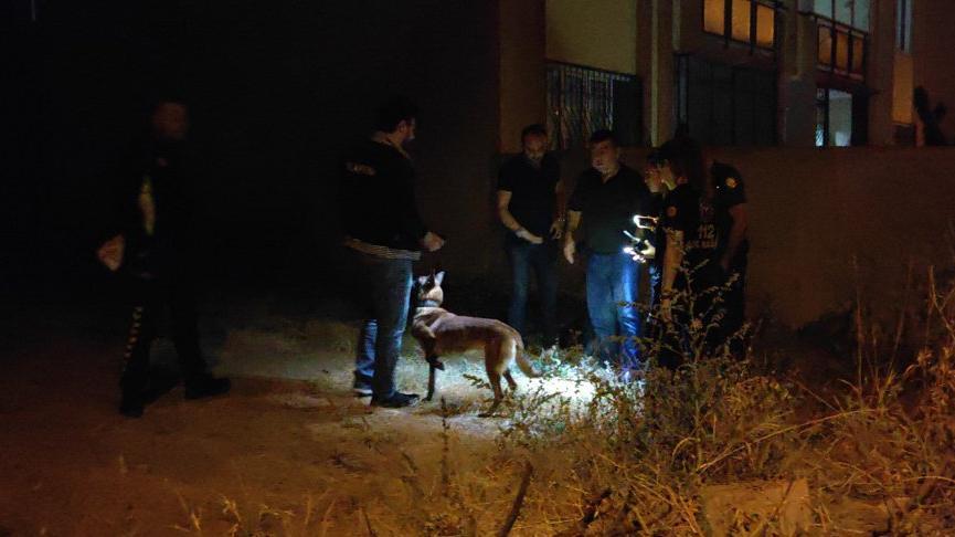 Baskın sırasında sokağa atılan uyuşturucuyu 'Mişa' buldu