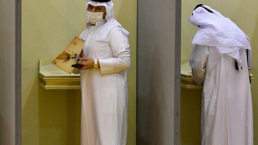Katar ilk kez yapılan milletvekili seçimleri için sandık başında