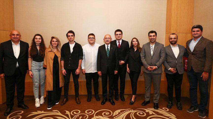 Kılıçdaroğlu, Türkiye birincisi gençlerle görüştü