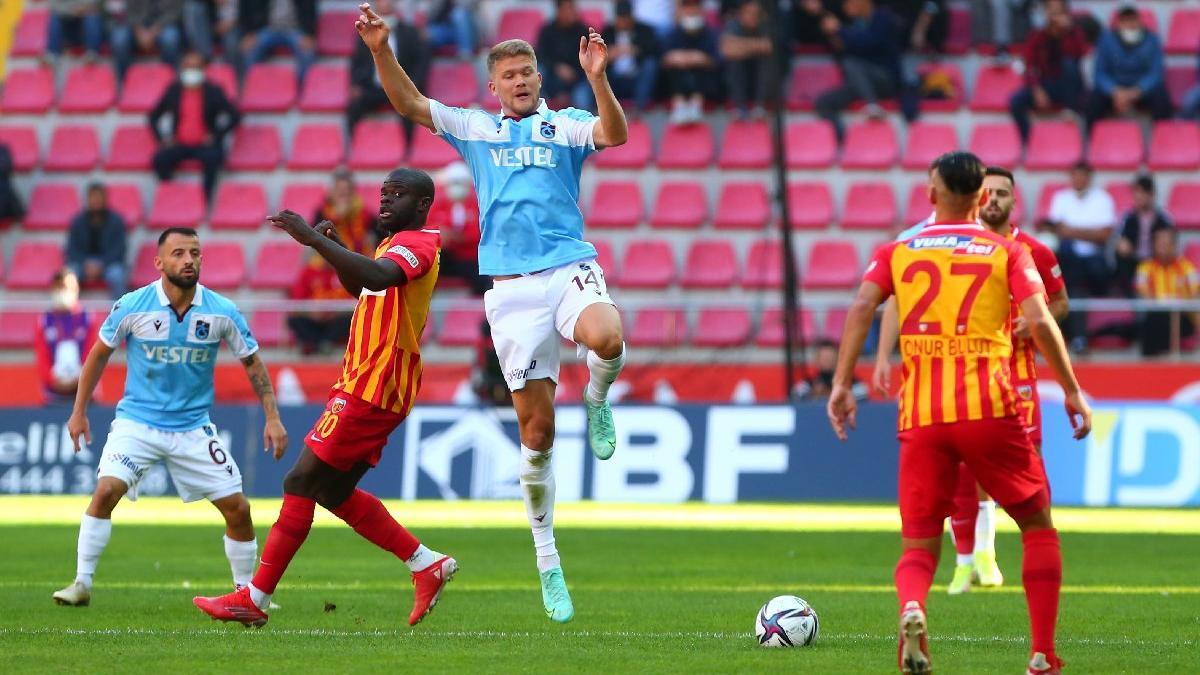 Kayserispor-Trabzonspor maçı nefesleri kesti! Zirve el değiştirdi