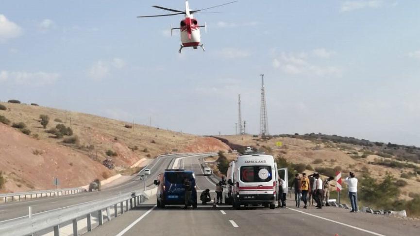 Kazada yaralanıp ambulans helikopterle hastaneye ulaştırıldılar