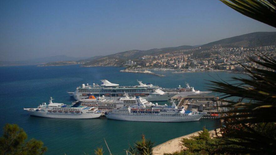 Yunanistan'dan Türkiye kararı! Kuşadası ve İstanbul limanlarına yasak kalktı