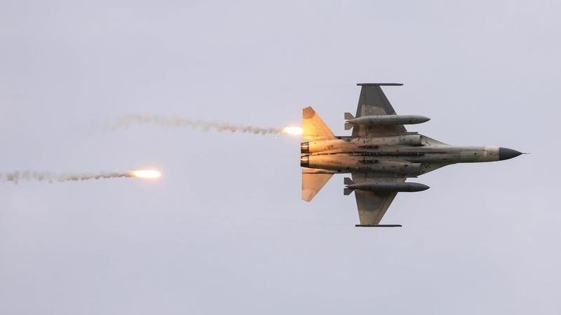 Çin'den güç gösterisi: Tayvan hava sahasına 38 savaş uçağıyla girdi