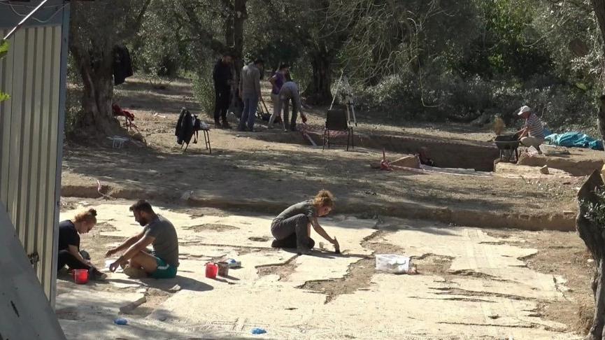İznik'te zeytinlik alanda 2 lahit mezar daha bulundu