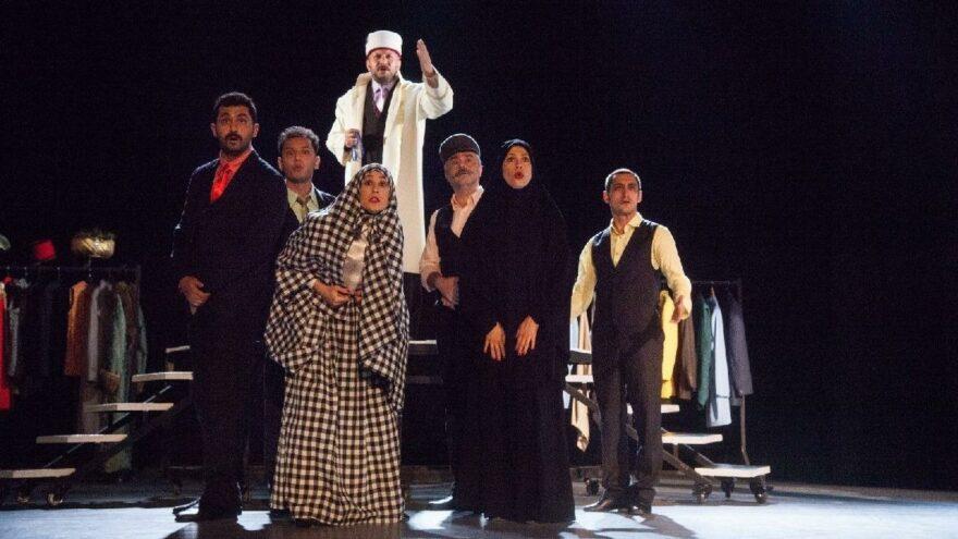 İzmir Şehir Tiyatroları, 70 yıl sonra Azizname ile perdelerini açtı