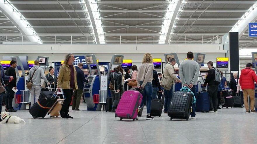 Türkiye, çift aşılı İngiltere yolcuları için PCR testi şartını kaldırdı