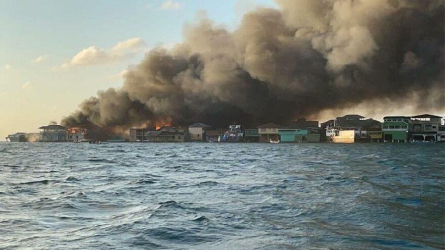 Tatil cennetinde yangın! 200'den fazla ev ve işyeri yandı, yüzlerce kişi tahliye edildi