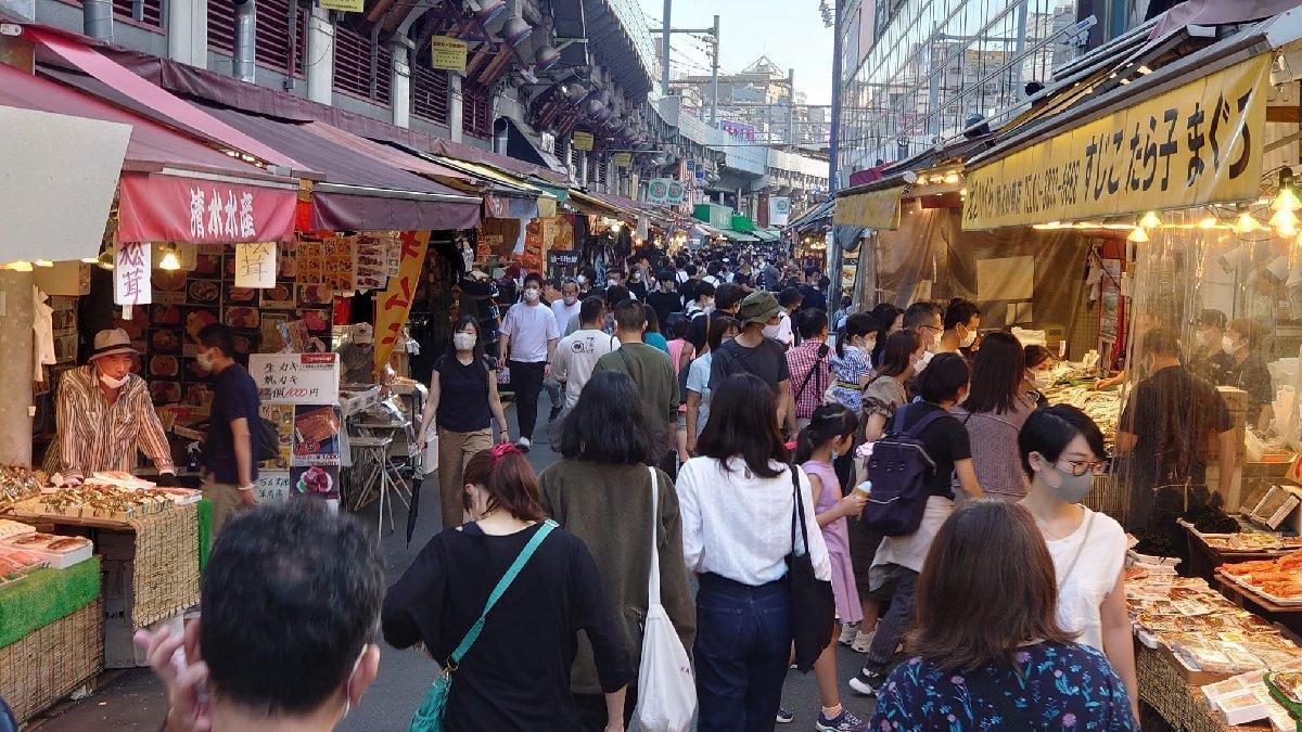 Japonya'da OHAL sona erdi... Sokaklar doldu taştı