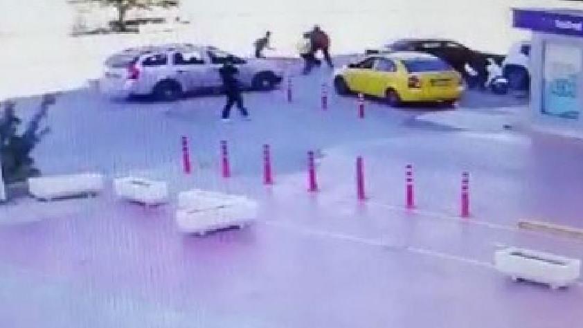 Yol kavgasında sürücüyü bıçaklayıp serbest kaldılar