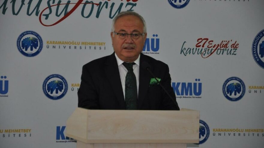 AKP'lilerden AKP'li rektöre sert tepki: Cübbeni çıkart, siyasete gir