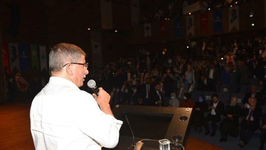 Davutoğlu: Türk Lirası yerlerde sürünürken, bunlar içeride milliyetçilik taslıyorlar