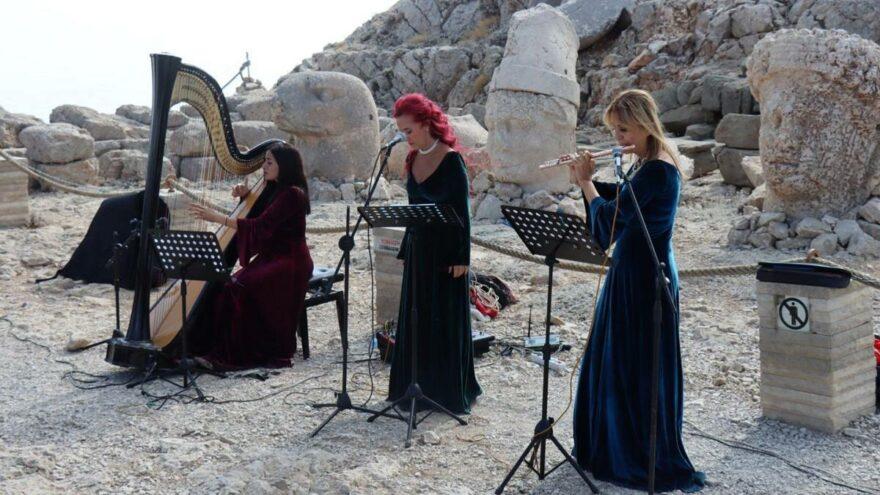 Çocuk felci ve Covid-19'a dikkat çekmek için Nemrut Dağı zirvesinde konser