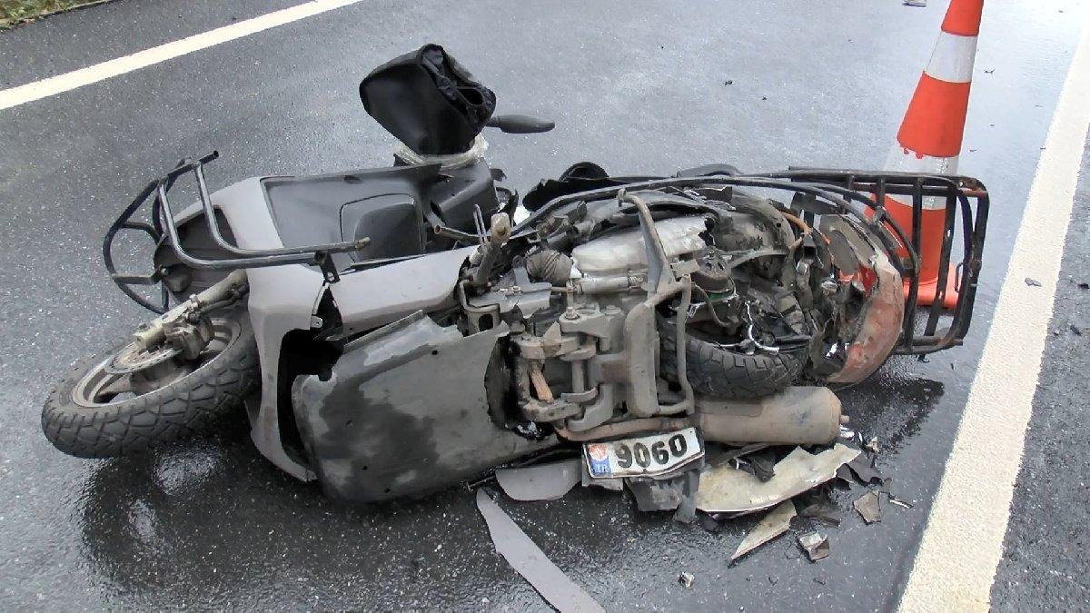 Otomobil ile çarpışan motosikletli kurye hayatını kaybetti