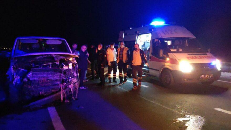 Minibüs sürüye daldı: 6 kişi yaralandı, 34 koyun öldü