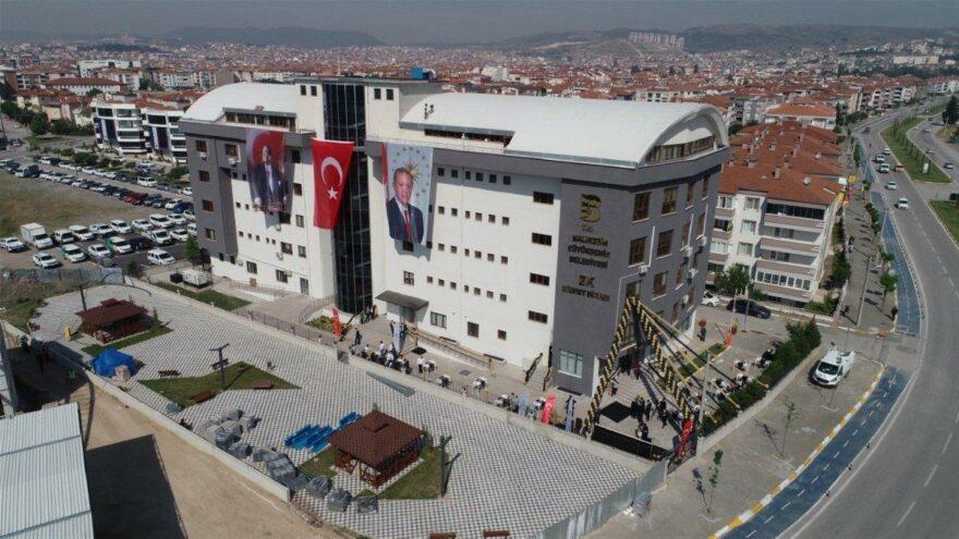 Kızılay'ın toplanan bağışlarla yaptırdığı öğrenci yurdu AKP'li belediyenin hizmet binası oldu