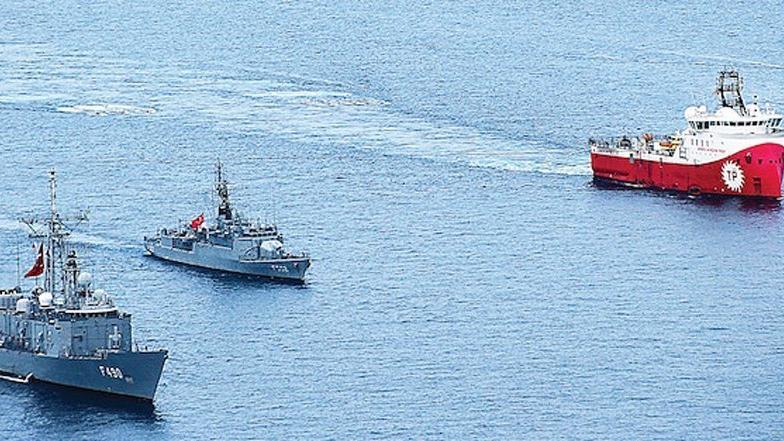 Sismik gemilerimiz limanda paslanıyor